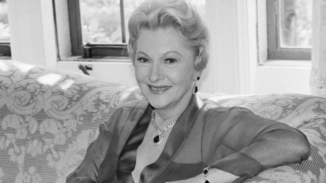 "Joan Fontaine, Oscar-Winner for ""Suspicion,"" Dies"
