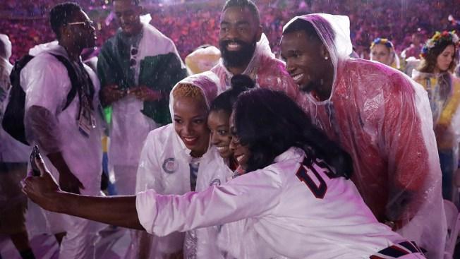 Simone Selfies Dominate Rio Closing Ceremony