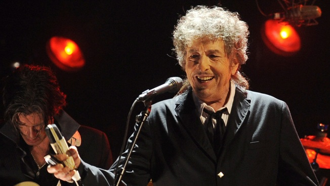 Bob Dylan Finally Gets His Hands on His Nobel Literature Prize
