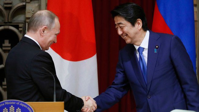 Japan, Russia Eye Economic Pact Amid Stalemate on Territory
