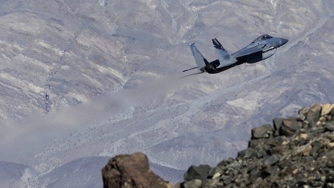 Fighter Jets Zooming Through Star Wars Canyon Bring Flocks of Photographers