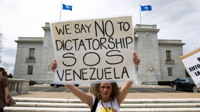 Venezuelans Again Take to Streets as Death Count Jumps to 36