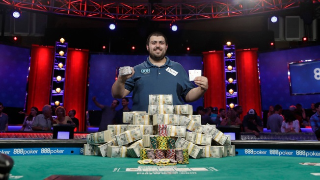Blumstein continues to hold WSOP chips lead
