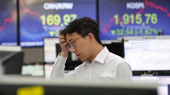 World Shares Tumble as US-China Trade War Renews Uncertainty