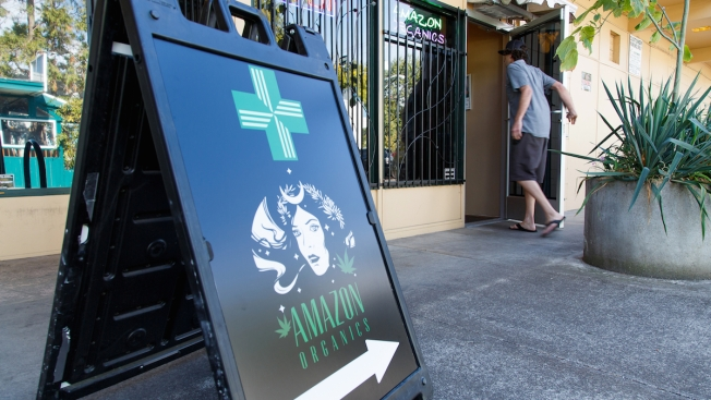 Oregon Marijuana Shops Begin Sales to Recreational Users