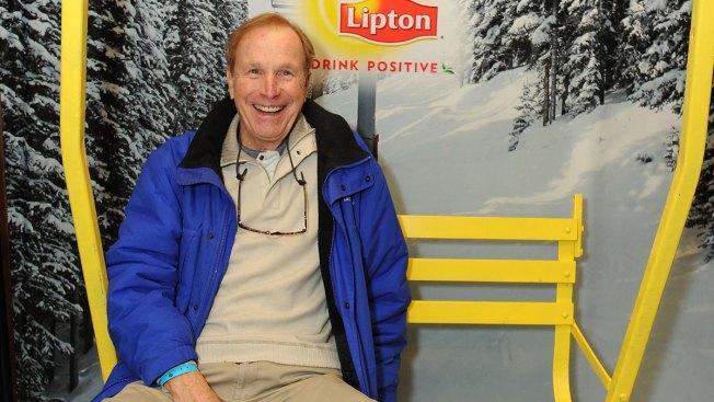 Wayne Rogers, Trapper John on 'M.A.S.H.,' Dies at 82
