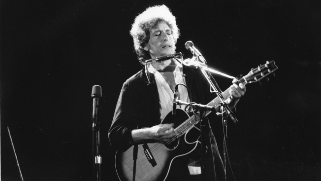 Bob Dylan's Guitar Expected to Get Over $300,000 at Auction
