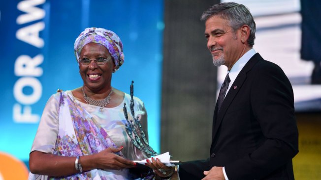 Clooney Hands Out Humanitarian Award, Marks Armenian Massacre Anniversary