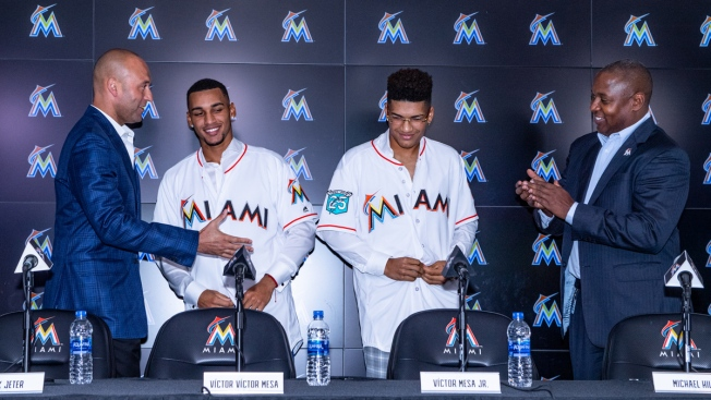 Marlins Enter Free-Agent Waters, Sign Cuban Mesa Brothers