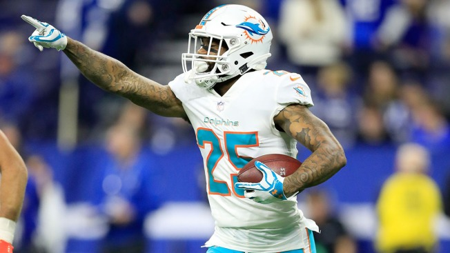 Status of Miami Dolphins' Xavien Howard Uncertain Because of Knee Injury