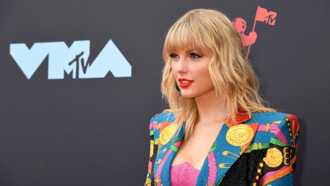 Police: Man Broke Into Taylor Swift's Home, Took Off Shoes to Be 'Polite'