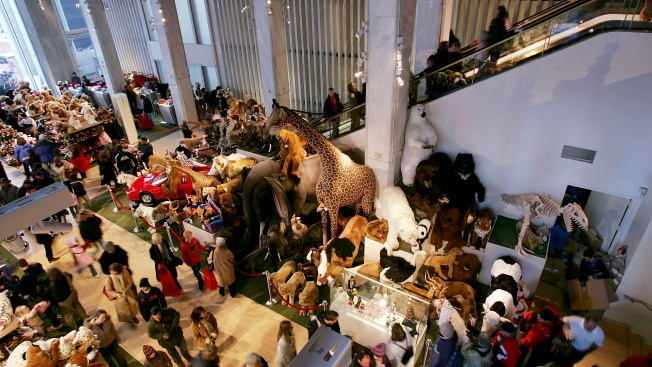 Legendary toy store fao schwarz to get new home in nyc nbc 6 ultimate honeymoon 2017 getty images the fao schwarz flagship store on fifth avenue sciox Image collections