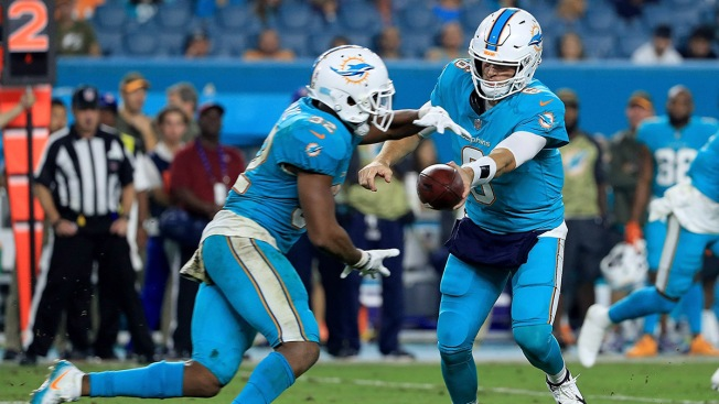Panthers lead Dolphins 3-0 after first quarter