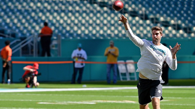 Dolphins' Jay Cutler (possible concussion) out for remainder of Sunday's game
