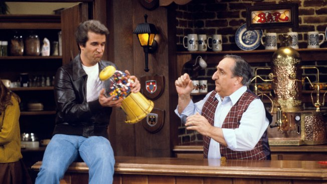 Al Molinaro, Drive-in Owner in 'Happy Days,' Dies at 96
