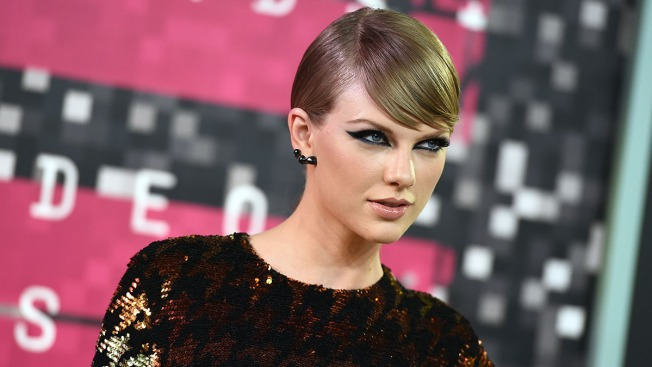 After social media blackout, Taylor Swift posts mysterious video