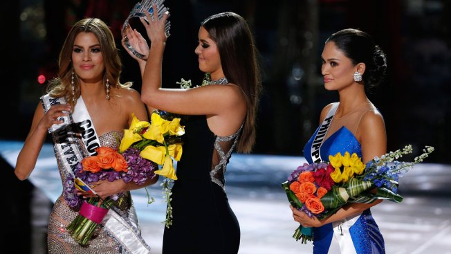 Steve Harvey Accidentally Crowns Wrong Miss Universe