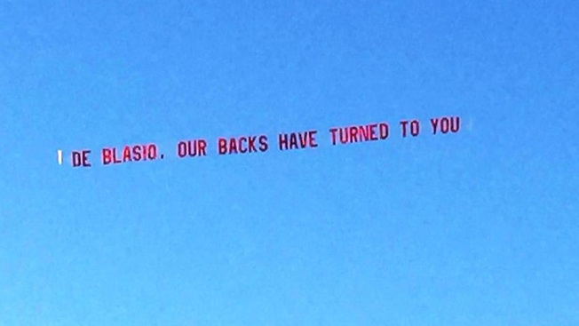 """NYC Cop Group Flies Anti-Mayor """"Our Backs Have Turned"""" Ad"""