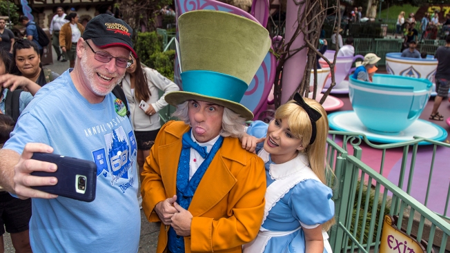 Fan visits Disneyland Resort for 2000 consecutive days