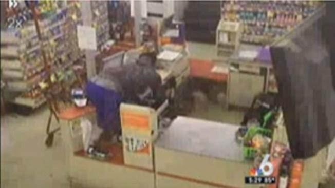 Robber Targets Miami Gardens Family Dollar