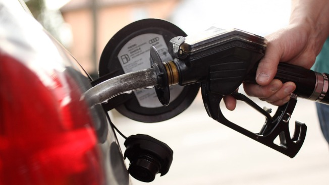 Gas prices drop 4 cents to $2.52 a gallon in Rhode Island