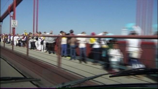 Hundreds Protest Violence in Venezuela on Golden Gate Bridge