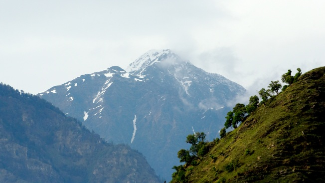 India Rescuers Search for Missing Climbers on Himalayan Peak