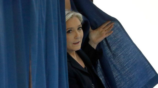 Asian stocks mixed as investors mull French election outcome