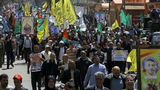 Palestinians in Israeli jails begin hunger strike