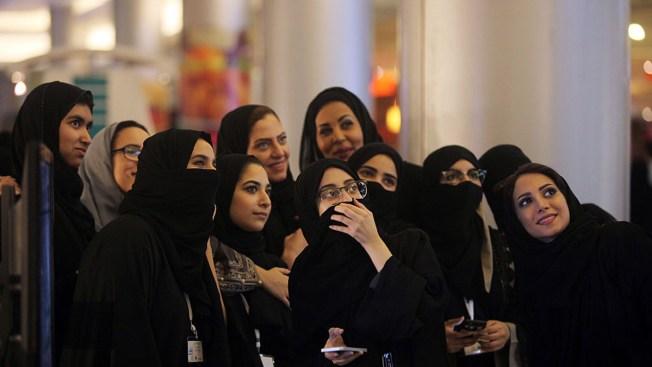 Saudi Girl Seen in Miniskirt, Crop Top Sparks Social Media Debate Over Freedom of Dress
