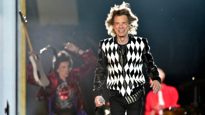 Mick Jagger Performs at Rolling Stones Show After Medical Issue