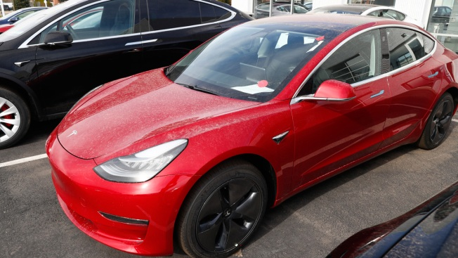 Tesla's Top Vehicle Engineer Is 'Taking Time Off' Amid Model 3 Production Struggles