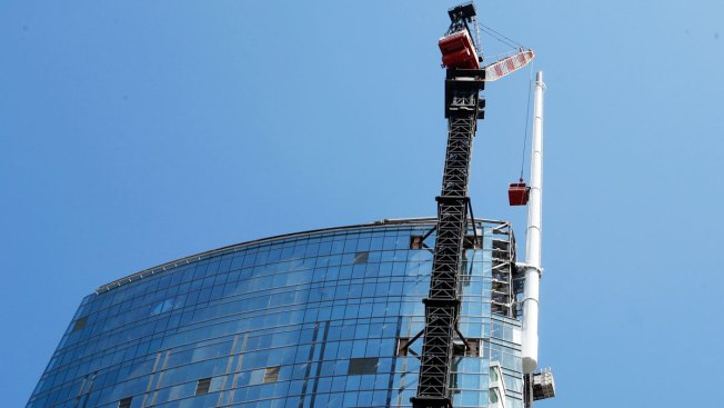 LA Tower Becomes Tallest Building West of the Mississippi River