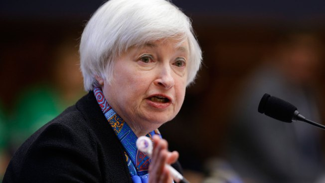 Fed Hikes Interest Rates Despite Declining Inflation