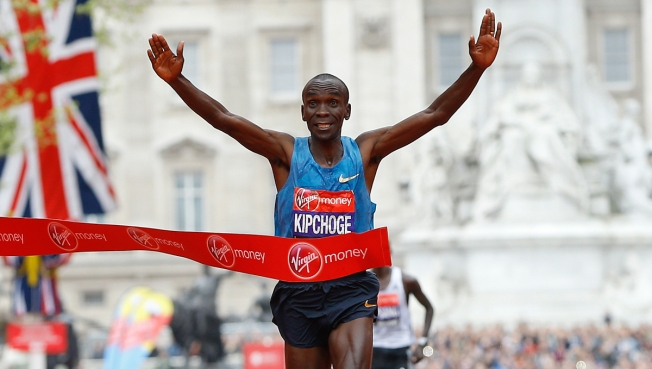Kipchoge leads attempt to run sub 2-hour marathon