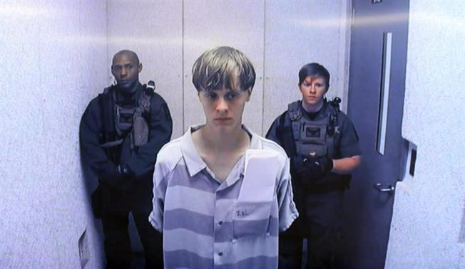 Dylann Roof Allowed to Hire Lawyers Back, for Now