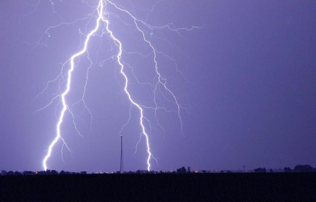 Lightning Strikes Twice in Broward, 2 Injured