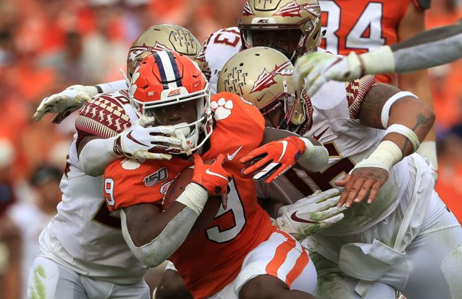 Clemson Pounds Florida State for 21st Straight Win