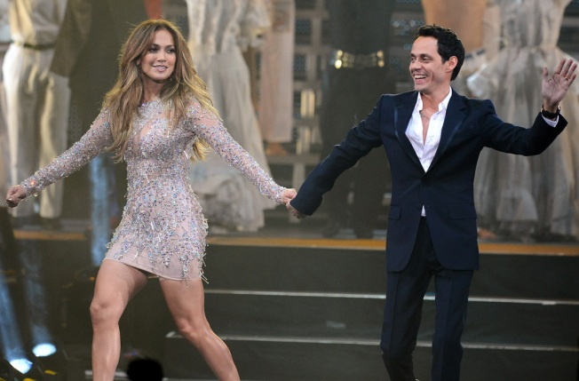 Jennifer Lopez Duets With Marc Anthony at Latin Grammys