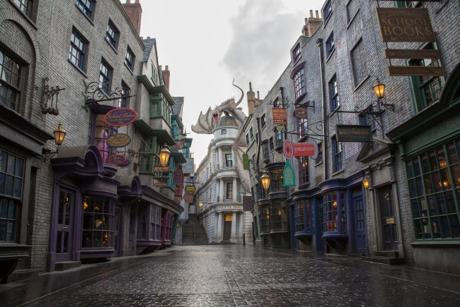 Diagon Alley, Universal Orlando's New Harry Potter Exhibit, Opens