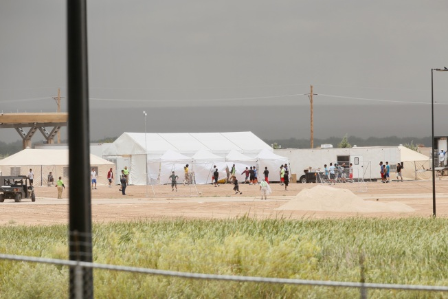 Judge Tells US Officials, ACLU to Come Up With Asylum Plan