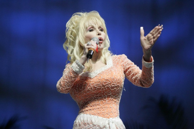 "Dolly Defends Miley Over ""Hannah Montana"" Criticism"