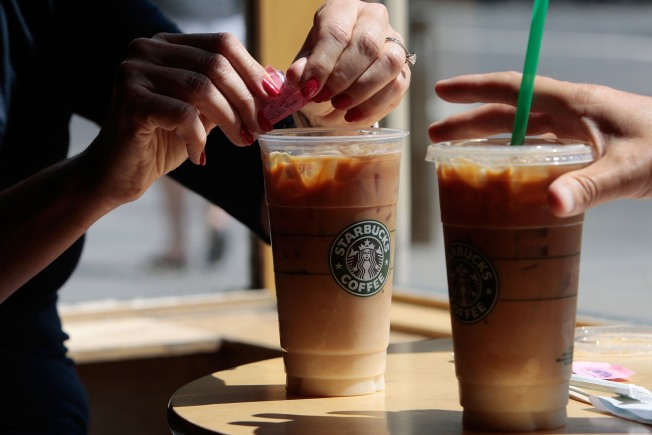 Starbucks Bans Smoking Within 25 Feet of Shops