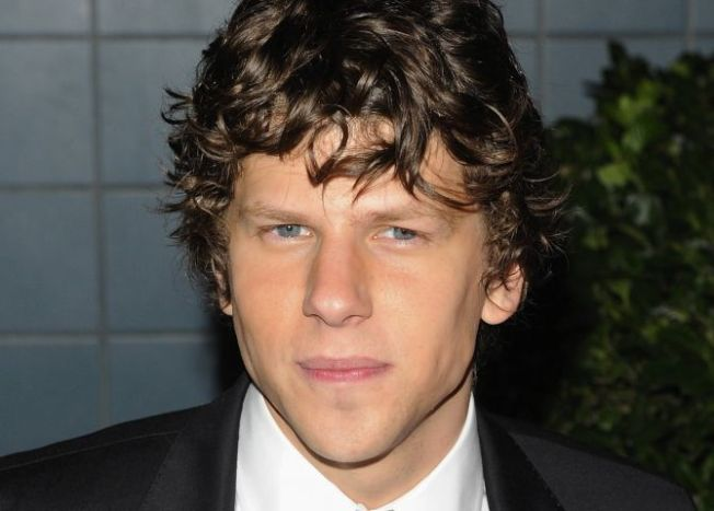 "Jesse Eisenberg Bumps Into the Real Mark Zuckerberg on ""SNL"""