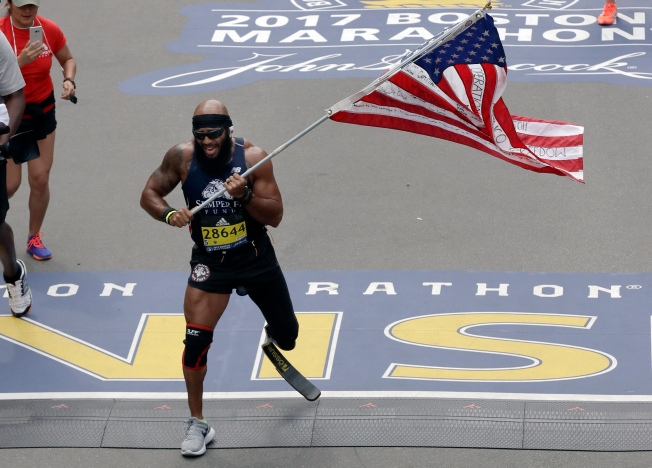 Marine Who Lost Leg Runs Marathon With US Flag