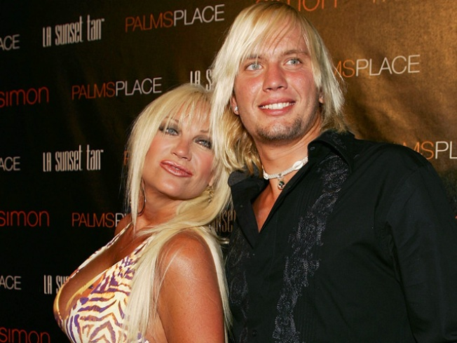 Hulk Hogan's Ex-Wife to Wed 21-Year-Old Hunk
