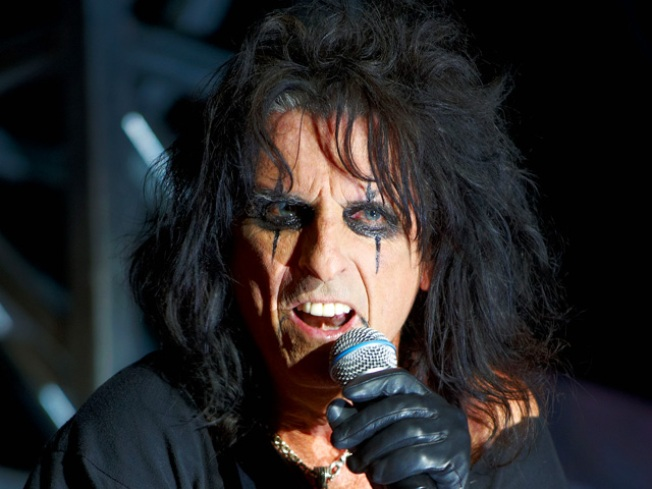 Alice Cooper, Neil Diamond Headline New Class of Rock Hall of Fame Inductees
