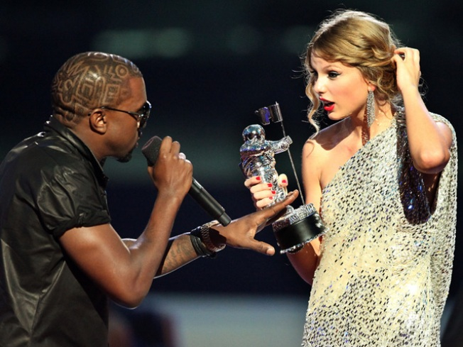 Kanye West Issues Swift Apology After VMA Outburst