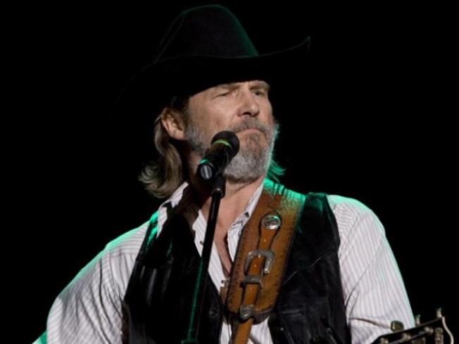 """Jeff Bridges Gives Thanks to """"Crazy"""" Voice Coach"""