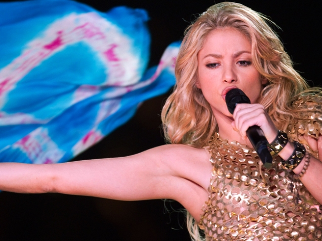 "Shakira Publicist: ""No Truth"" To Reports Fan Robbed Singer"